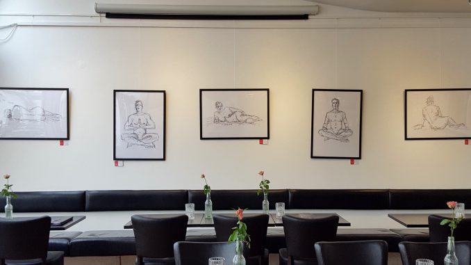 Udstilling Café Einstein Vordingborg april 2017. Croquis tegninger efter modeller, håndtegnet digitalt, printet, signeret og i udstillingsramme 50x70 kr. 950.-  Bestil på 4076 6990 Tegnet af Merete Helbech Hansen